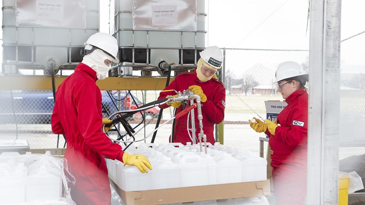 workers filling hand sanitizer bottles