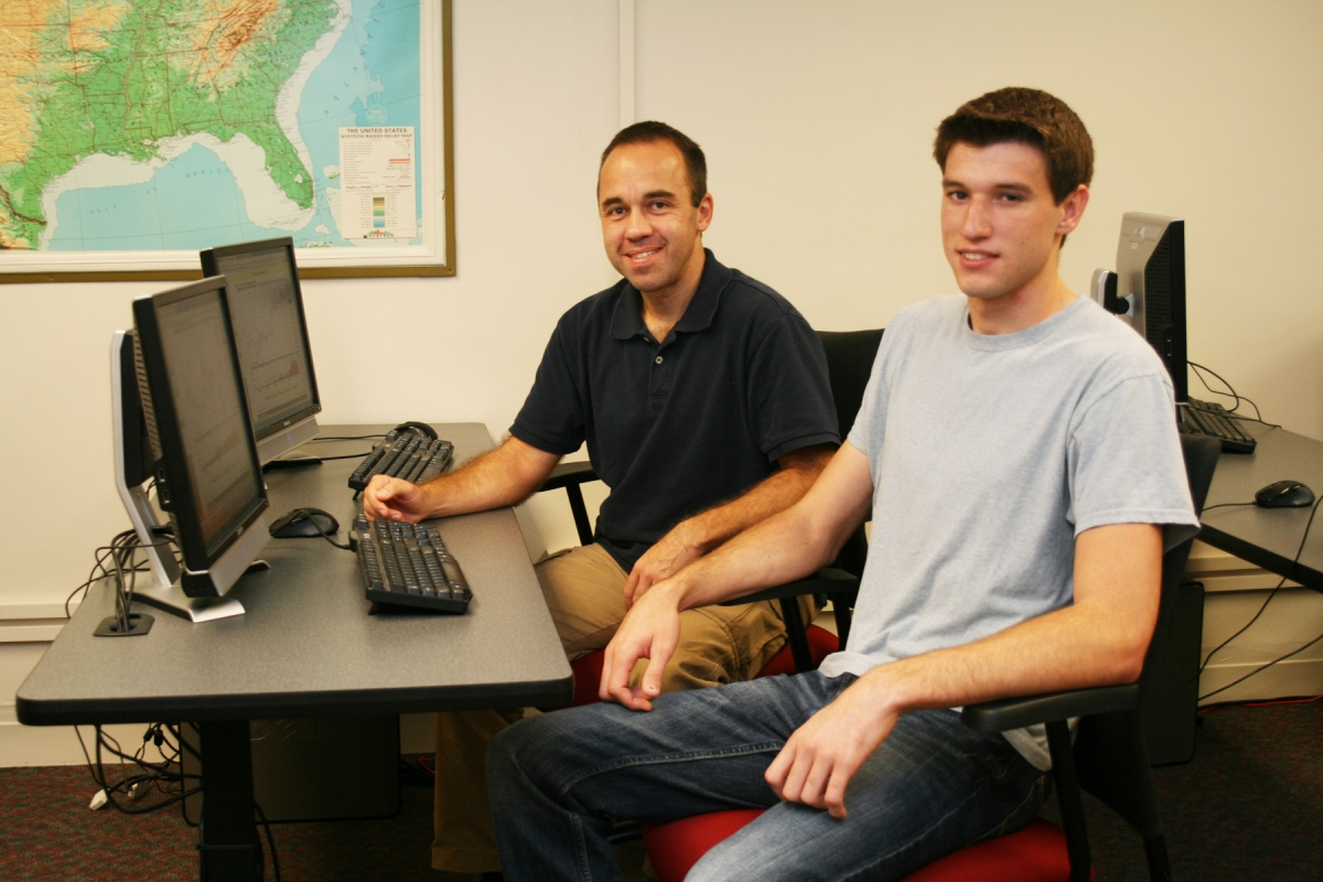 Two students working in the computer lab. Links to larger image.